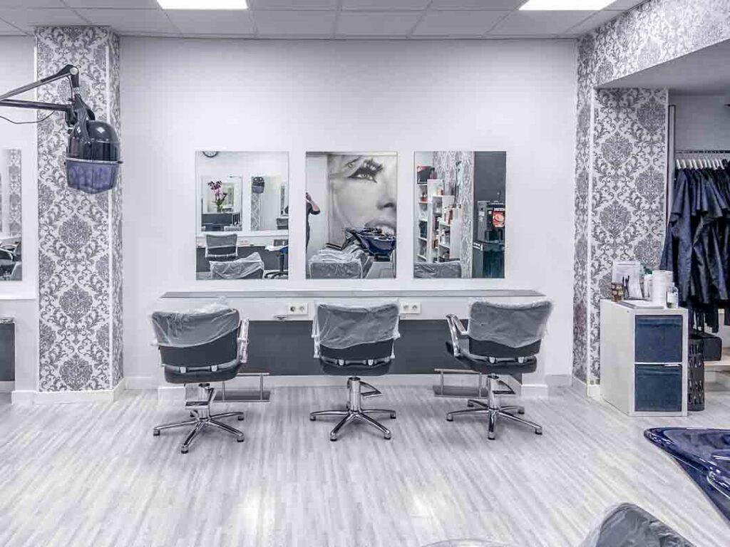 Fotografías de las nuevas instalaciones de la Escuela Domeka Vera. Parte de la Escuela de peluquería.